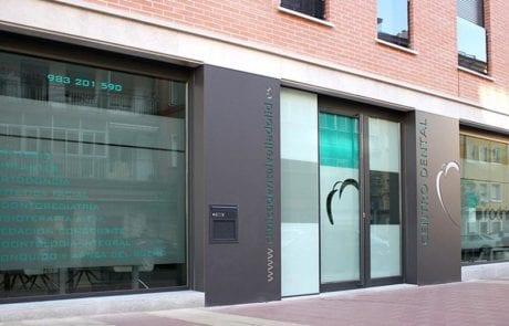 Iluminación exterior para clinica dental, proyectos de iluminación decorativa