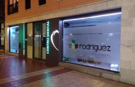 Iluminación decorativa para empresas en exteriores