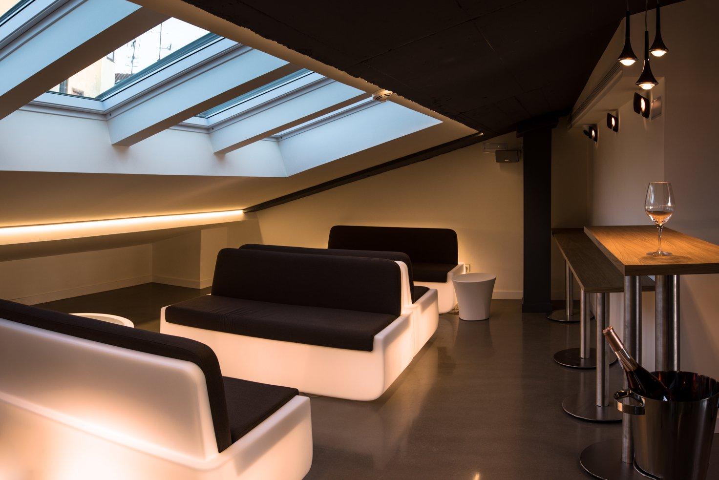 Muebles iluminados en hotel