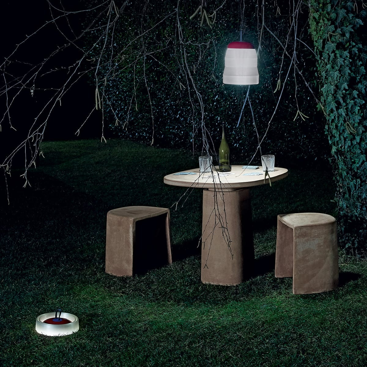 Foscarini-Cri-Cri-Akkuleuchte-LED-rot-Situation-Nacht