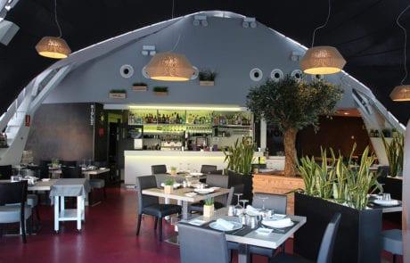 Iluminación decorativa mediante lámparas suspendidas de diseño en Restaurante