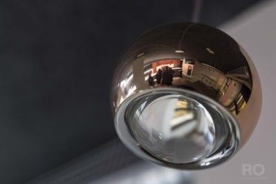 Instalación de lámpara en hotel