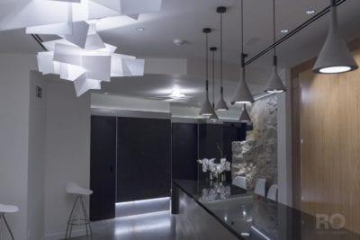 Iluminación, proyectos personalizados, plafones de techo y lámparas suspendidas en Hotel